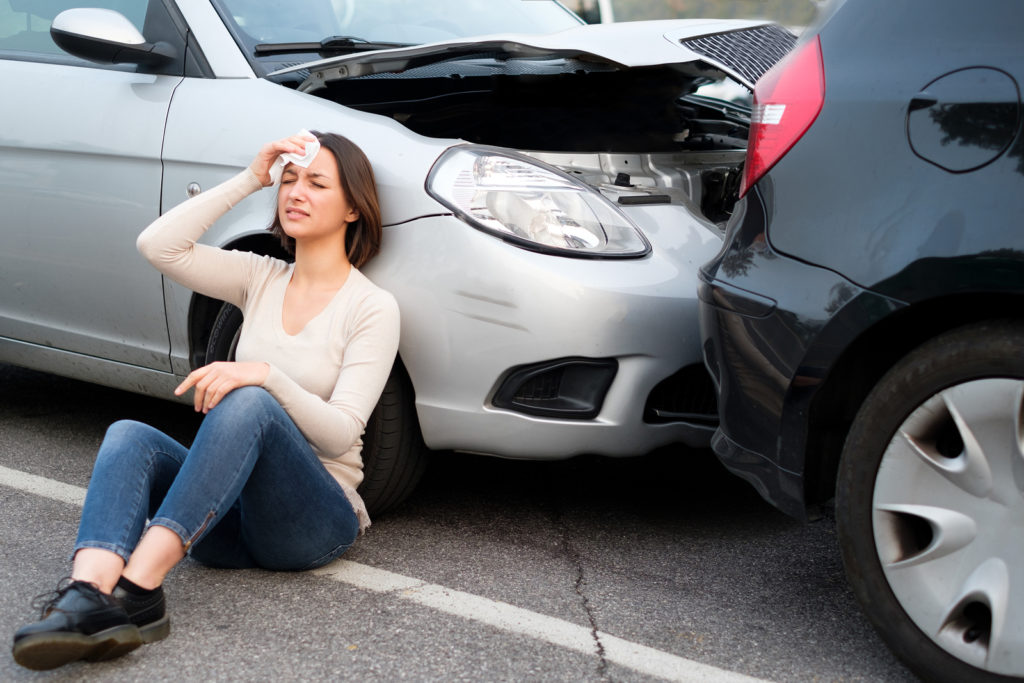 woman with head injury - common injuries after a rear end collision - Viles & Beckman